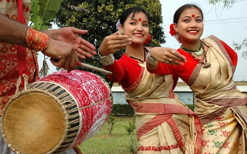 bihu-dancers-and-drummer